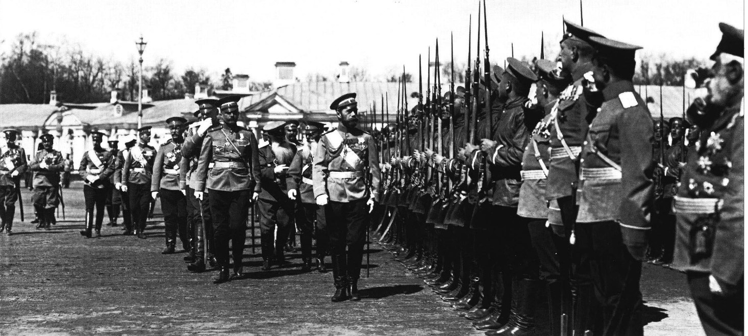 Лейб-гвардии Измайловский полк обходит Николай II