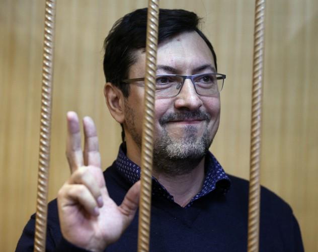 Считающегося русским националистом Александра Белова-Поткина приговорили к 7,5 годам и какому-то миллиардному штрафу в пользу казахского банкира