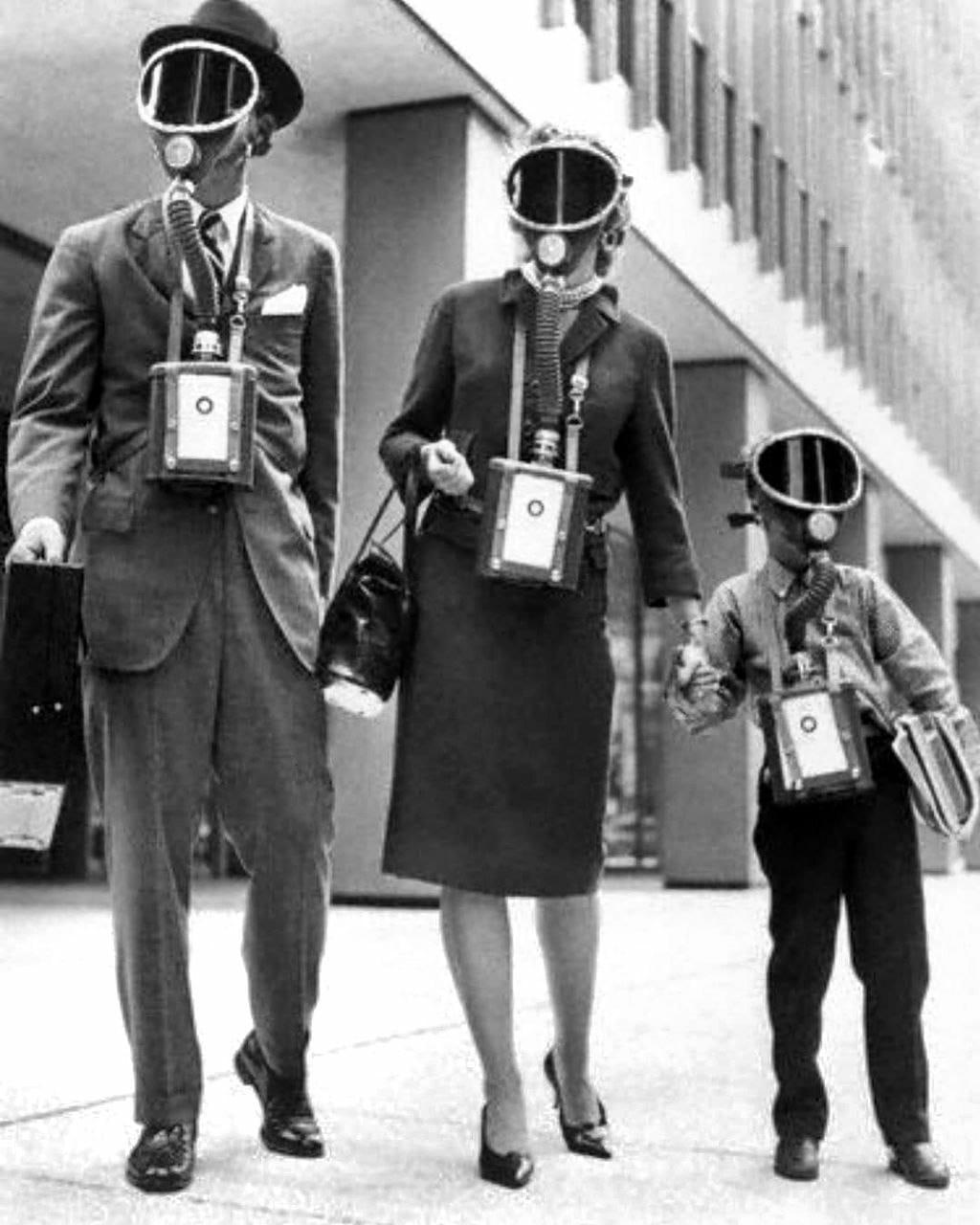 Концепт одежды для всей семьи времён холодной войны, Англия, 1963 год.