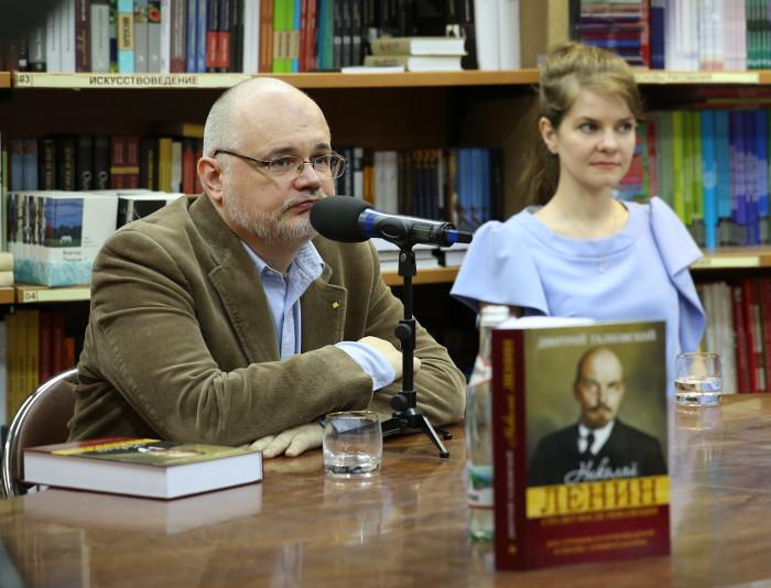 Дмитрий Евгеньевич Галковский выступает на презентации его книги в Библио-Глобусе