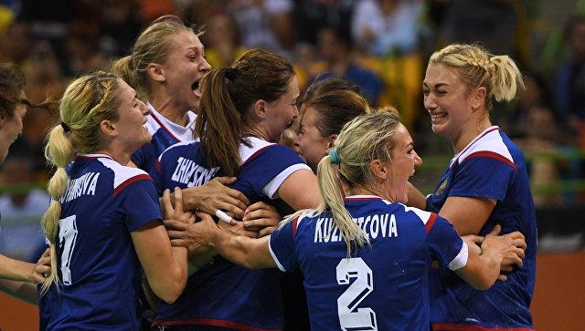 Смотрел матч гандбольной женской сборной России в финале Олимпиады. Не скрою, желал прыгучим россиянкам победы, несмотря даже на то, что темнокожие, похожие на хищных кошек француженки были биологически симпатичнее.