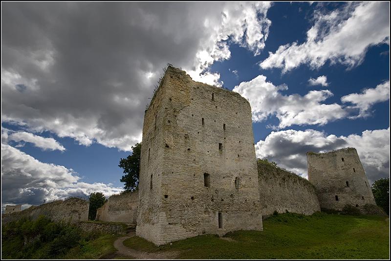 Скандал с реставрацией Изборской крепости